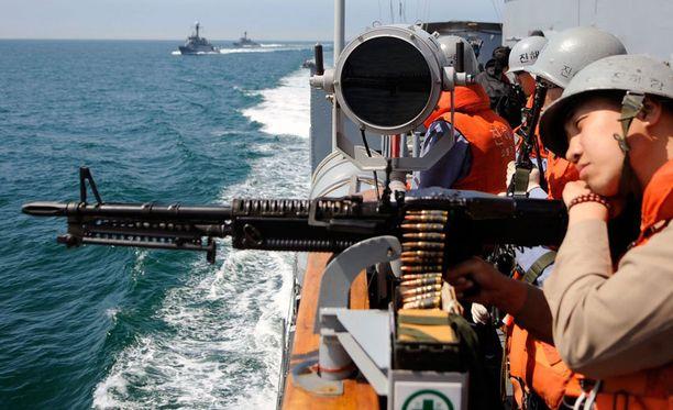 Keltaisellamerellä ammuttiin varoituslaukauksia. Kuvan korealaissotilaat eivät liity tapaukseen.