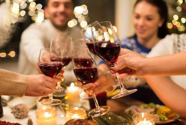 Juhlakausi voi lisätä alkoholin kulutusta.