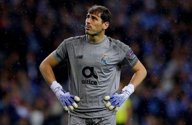 Iker Casillasia tarkkaillaan sairaalassa, mutta hänellä ei seuran mukaan ole hengenvaaraa.