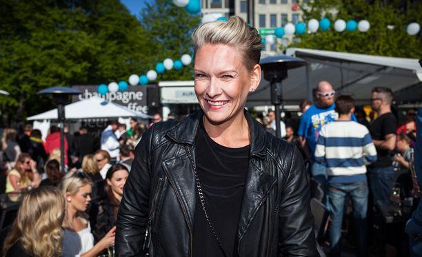 Heidi Sohlberg taistelee rintasyöpää vastaan täysillä.