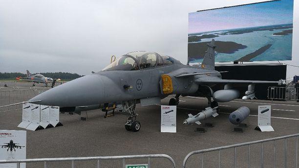 Saabin Gripen E -hävittäjä oli näytillä viime viikonloppuna ilmailunäytöksessä Turussa.