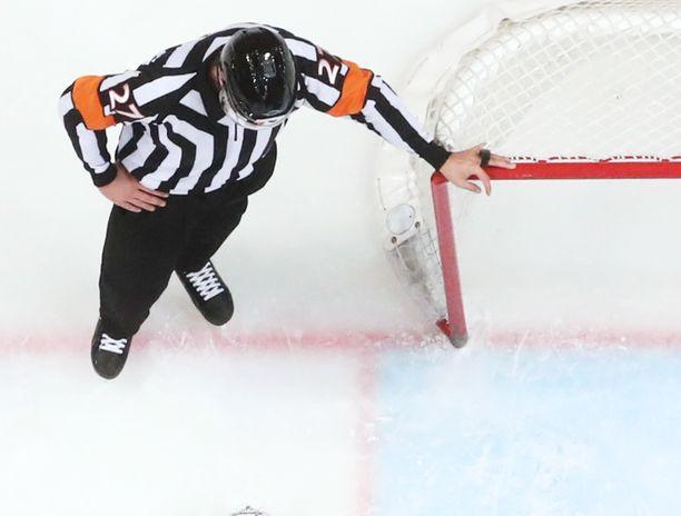 KHL-tuomareille asetetaan ensi kaudella rajoituksia.