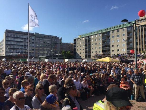 Niinistö oli kuuntelemassa paljon yleisöä.