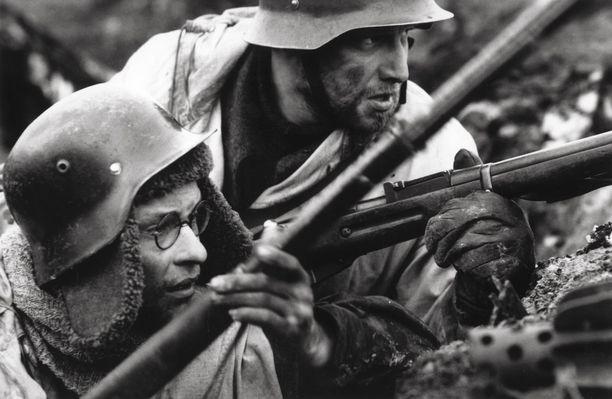 Talvisota yhdisti sisällissodan repimän kansan. Kuva Talvisota-elokuvasta.