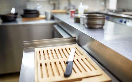 Kokki väitti työskennelleensä joka päivä aamusta iltaan – ravintoloitsijan ihmiskauppasyyte hylättiin Jyväskylässä