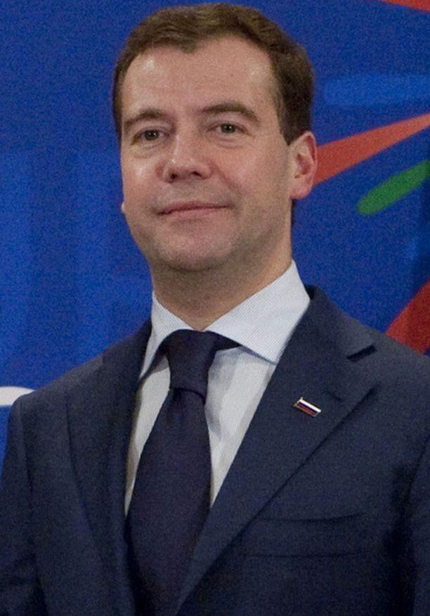 Medvedevin mukaan Venäjä pyrkii tasapainottamaan asetuotantoaan viennin ja oman armeijan välillä.
