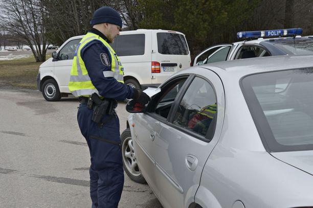 On mahdollista, että poliisi valvoo paikan päällä liikennettä, mikäli hallitus määrää Uudellemaalle liikkumisrajoituksia.