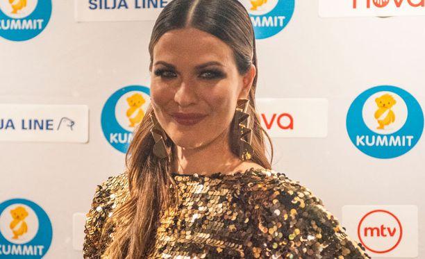 Jenni Vartiainen esiintyy Elämä lapselle -konsertissa keskiviikkona.
