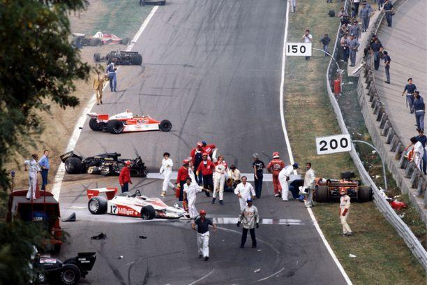 Ronnie Peterson menehtyi vuoden 1978 Italian GP:n joukkokolarissa saamiinsa vammoihin. Miehen kuoleman mukana hiipui myös ruotsalaisten rakkaus lajiin.