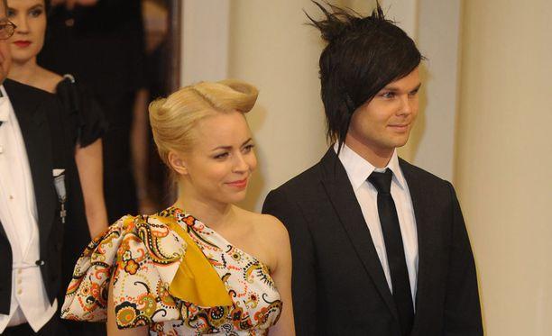 Paula Vesala ja Lauri Ylönen nähtiin yhdessä Linnan juhlissa vuonna 2009. Pari on ilmoittanut eroavansa.