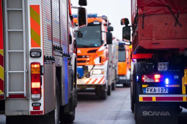 Tehtävälle hälytettiin pelastuslaitoksen yksiköitä Haapaveden, Oulaisten, Kärsämäen ja Ylivieskan paloasemilta. Kuvituskuva.