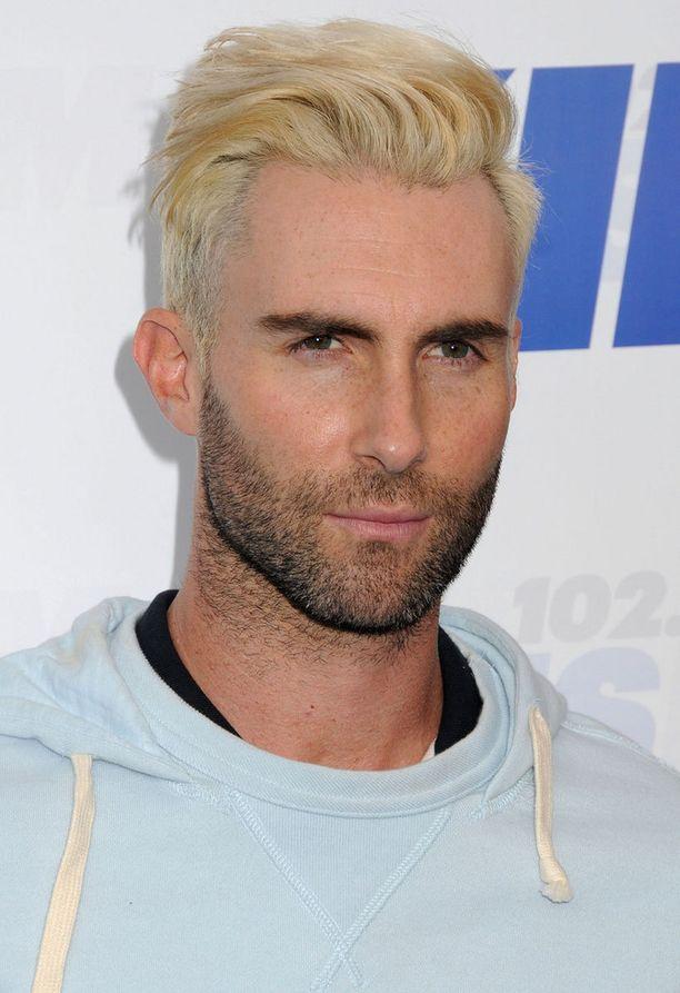 Tällainen on Adam Levinen uusi tukkatyyli.