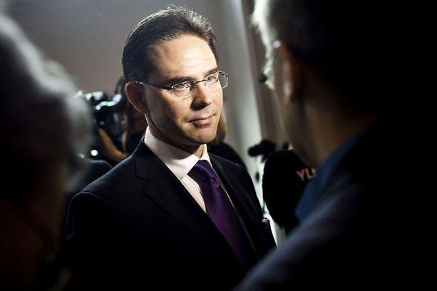 Jyrki Katainen selvittää tiistaina eduskunnalle euroalueen talouskriisiä.