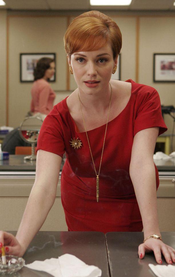 Joan Hollowayn tyyli Mad Men -sarjassa on naisellisen klassinen. Joania näyttelee Christina Hendricks.