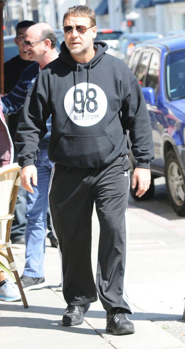 Kuluvan vuoden helmikuussa Russel Crowe bongattiin Beverly Hillsin kadulta rennosti huppariin pukeutuneena.