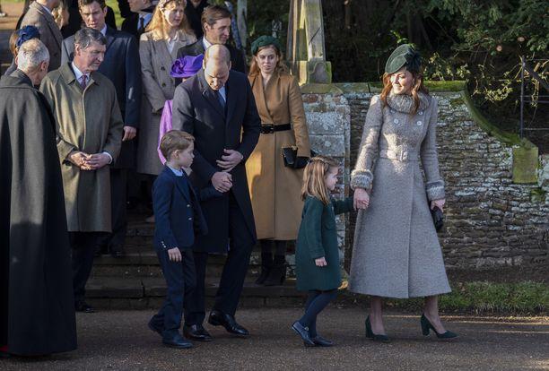 Kuvassa William ja Catherine edustamassa Georgen ja Charlotten kanssa.