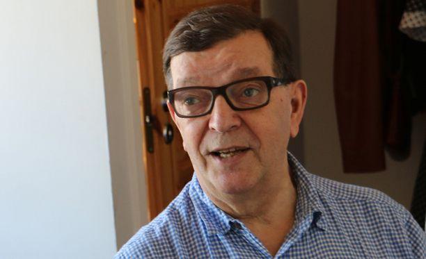 Europarlamentaarikko Paavo Väyrynen (kesk) kommentoi blogissaan Iltalehden politiikantoimittajan Olli Ainolan kirjoitusta.