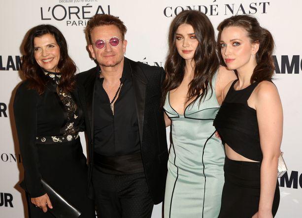 Alison Hewson, Bono, Eve Hewson ja Jordan Hewson vuonna 2016.