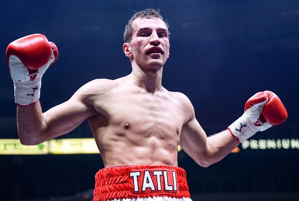 Edis Tatli pääsee kolmantena suomalaisena nyrkkeilemään maailman mahtavimmalla urheiluareenalla Madison Square Gardenissa. Aiemmin saman kunnian ovat saaneet Gunnar Bärlund ja Eva Wahlström.
