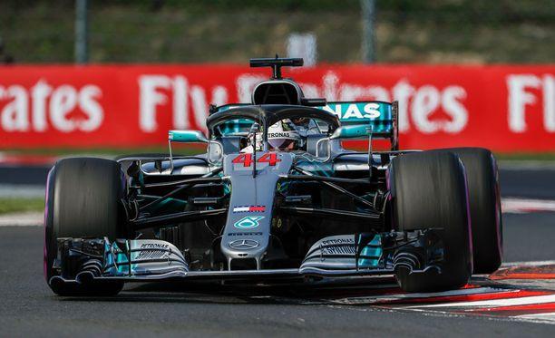 Lewis Hamilton paranteli asemiaan MM-taulukon kärjessä.