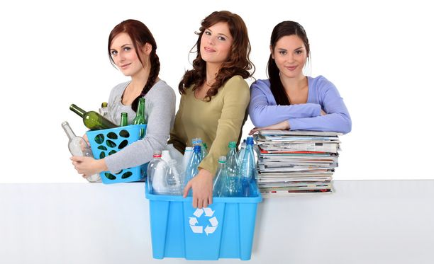 Lehdet ja pullot kannattaa viedä säännöllisesti kierrätykseen.