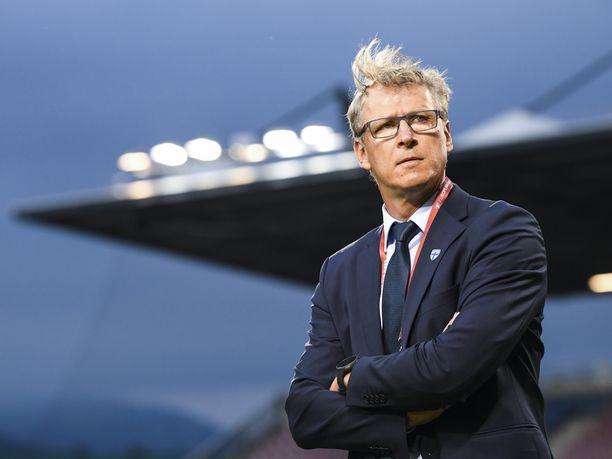 Markku Kanervan täytyy järjestellä Huuhkajien keskikenttä uusiksi Tim Sparvin pelikiellon vuoksi.
