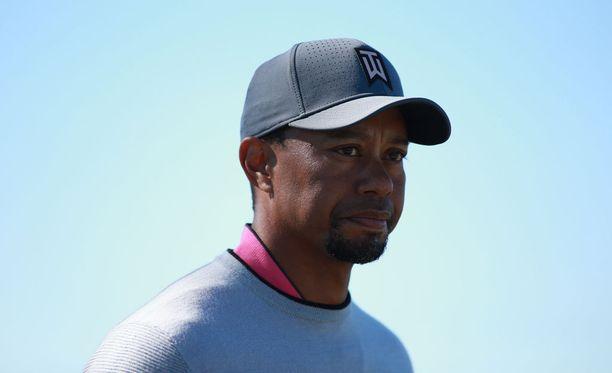 Tiger Woods keskeytti Dubain-kilpailun.