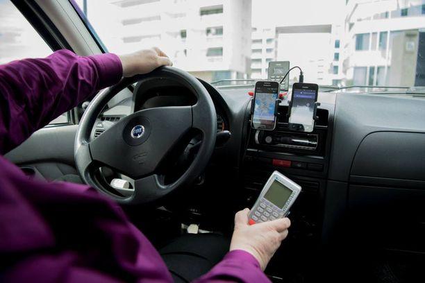 Uber-tilauksia satelee Liespuulle jatkuvasti, miehen omien sanojen mukaan kolme kertaa taksiaikoja enemmän.