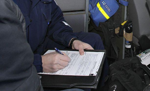 Poliisin ei ole enää tarvinnut kirjoittaa sakkolappuja käsin. Kuvituskuva.