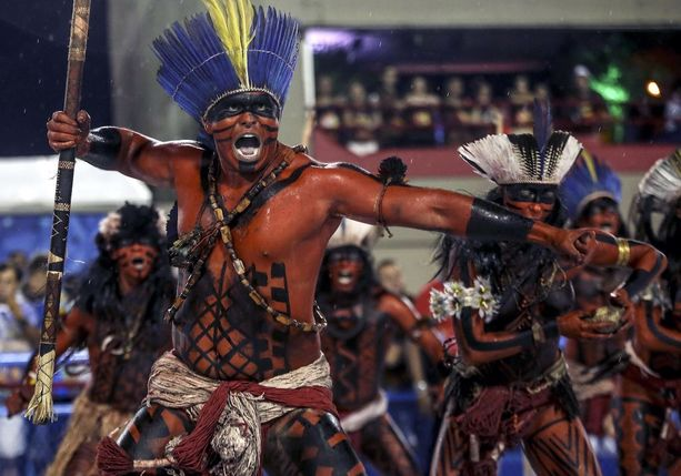 Paraiso do Tuiuti -sambaryhmän esityksessä oli vähän karskimpaakin menoa.
