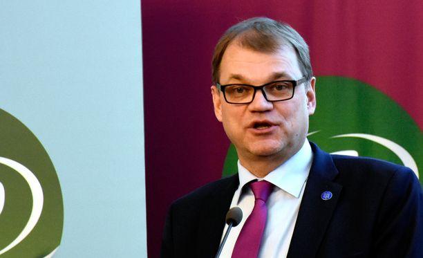 Myös Juha Sipilän omasta esikunnasta on pyydetty selvitystä mahdollisesta esteellisyydestä tai jääviydestä.