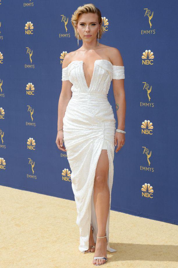 Scarlett Johansson pukeutui Dolce & Gabbanaan.