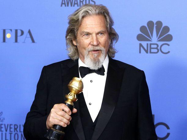 Jeff Bridges palkittiin elämäntyöstään Cecil B. DeMille -palkinnolla Kultainen maapallo -gaalassa vuonna 2019.