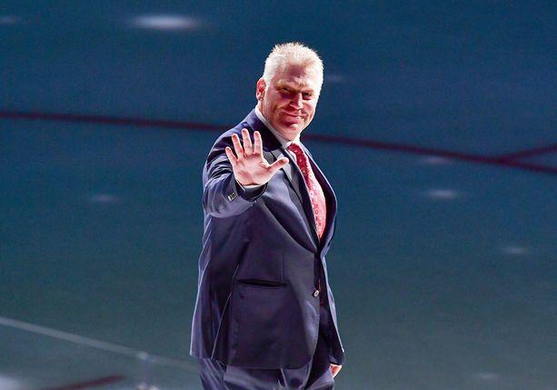St. Louis Bluesissa maaleja tykittänyt Brett Hull on nykyisin seuran varatoimitusjohtaja.