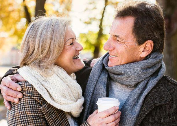 On myös todennäköistä, että terveysseikat ja elintavat vaikuttavat siihen, ketkä ylipäätään päätyvät naimisiin.