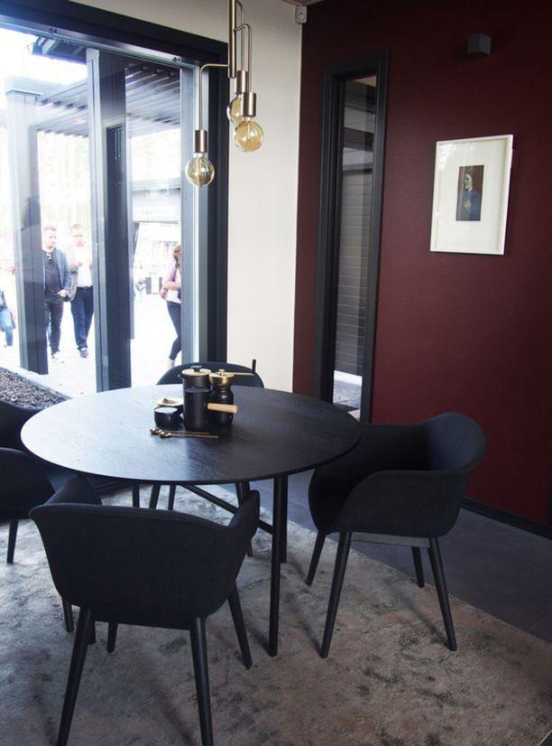 Murretut sävyt tekevät kodista elegantin. Tässä taidonnäyte Mikkelin Asuntomessuilta Kannustalon kohteesta Harmaja Saimaa.