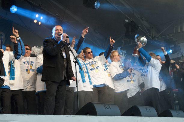Sakari Kuosmanen esiintyi Leijonien kultajuhlissa vuonna 2011.
