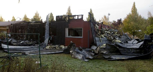 Tulipalo tuhosi 70-luvulla rakennetun omakotitalon täysin.