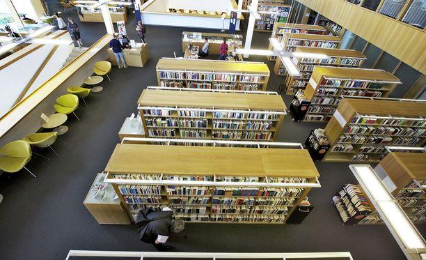 Turun kirjaston virkailija poisti teoksen kirjastosta omin lupinensa.