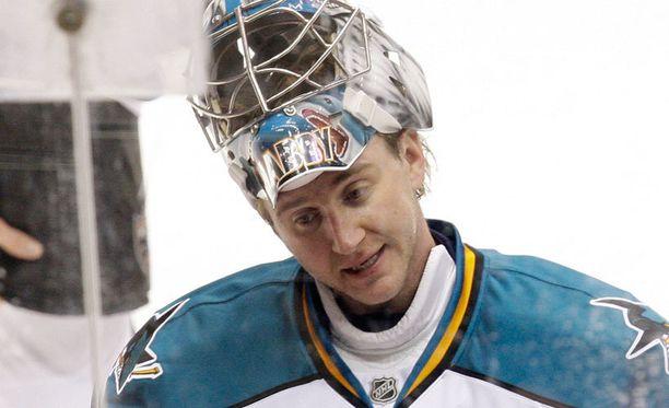Jevgeni Nabokov palaa pitkäaikaisimpaan NHL-seuraansa, ainakin hetkeksi.