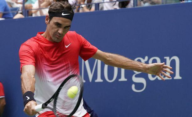 Roger Federer on voittanut US Openissa ykkös- ja kakkoskierroksen ottelunsa viidessä erässä.