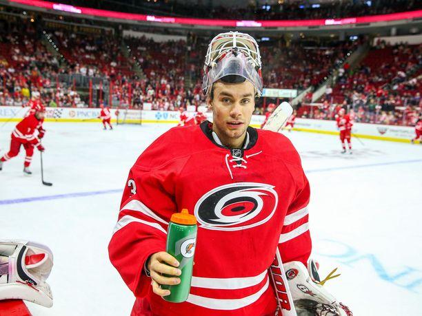 Eddie Läck joutui lopettamaan NHL-uransa lonkkavaivojen vuoksi.
