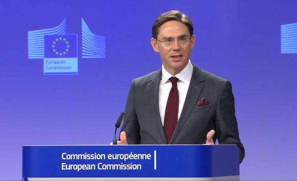 EU-komission varapuheenjohtaja Jyrki Katainen harmitteli Yhdysvaltain tullikorotuksia perjantaina Brysselissä.