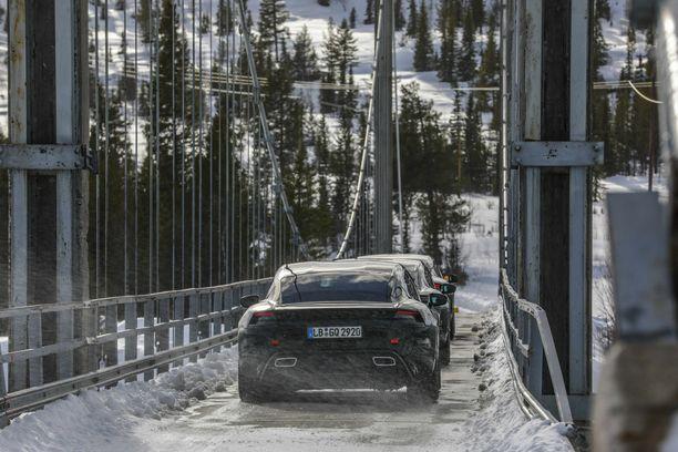 Porschen mukaan Taycania on testattu Skandinaviassa ja Suomessa. Sen perusteella tämäkin kuva on Suomesta.