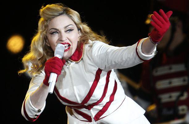 Madonnasta otetut tuoreet kuvat herättivät huhut peppuimplanteista.