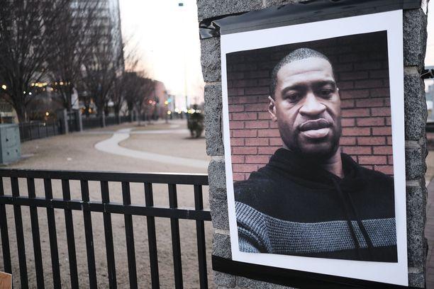 Poliisin surmaaman George Floydin perhe saa 27 miljoonan dollarin korvaukset Minneapolisin kaupungilta.