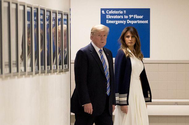 Donald ja Melania Trump vierailivat viime viikolla Broward Health North -sairaalassa Parklandin tuhoisan kouluampumisen jälkeen.