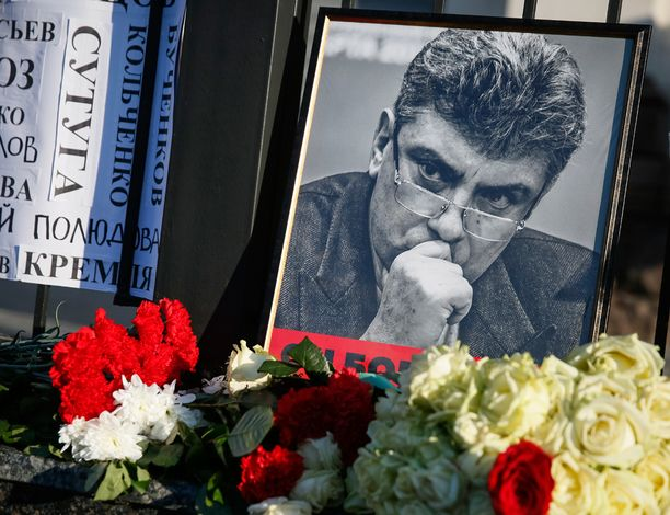 Nemtsov murhattiin viime vuoden helmikuussa kadulle Kremlin lähellä Moskovassa.