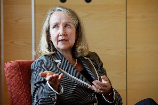 Patentti- ja rekisterihallituksen pääjohtaja Rauni Hagmanin mukaan virasto on pidetty täydessä pimennossa hallintarekisteriuudistusta tehtäessä, vaikka se tuo PRH:lle paljon lisätyötä.