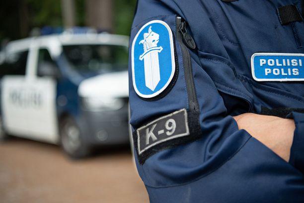 Yleensä poliisit selvisivät varoituksella tai huomautuksella. Kuvituskuva.